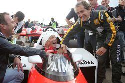 Niki Lauda, Mercedes en el McLaren MP4/2 con Alain Prost, en el desfile de leyendas