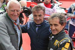 Dietrich Mateschitz, CEO e fundador da Red Bull com Jean Alesi e Alain Prost