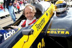 Pierluigi Martini, dans la Minardi lors de la parade des Légendes