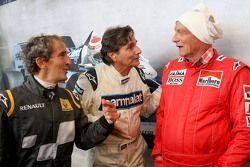 Alain Prost y Nelson Piquet con Niki Lauda, en el desfile de leyendas