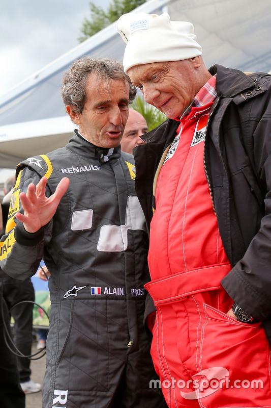 Alain Prost und Niki Lauda, Aufsichtsratsvorsitzender bei Mercedes AMG F1, bei der Legenden-Parade