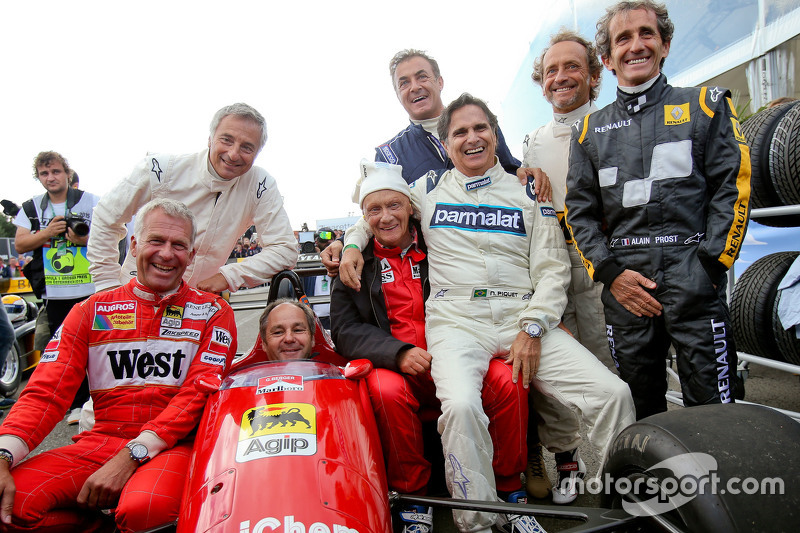 Drivers at the Legends Parade Christian Danner, Riccardo Patrese, Gerhard Berger, Niki Lauda, Mercedes Non-Executive Chairman; Jean Alesi, Nelson Piquet, Pierluigi Martini, Alain Prost
