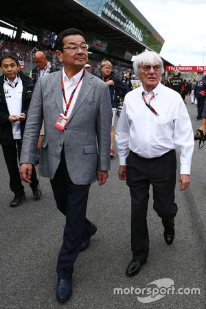 Takahiro Hachigo, Honda CEO ile Bernie Ecclestone, gridde