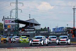 Départ : Yvan Muller, Citroën C-Elysée WTCC, Citroën World Touring Car team mène