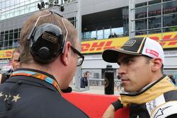 Mark Slade, Lotus F1 Team, ingegnere di pista e Pastor Maldonado, Lotus F1 Team