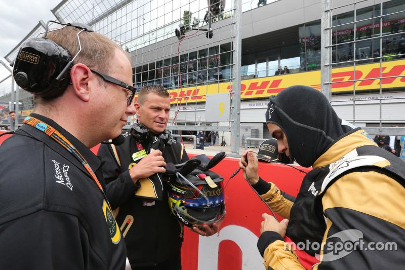 Пастор Мальдонадо, Lotus F1 Team та Марк Слейд, Lotus F1 Team, гоночний інженер