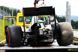 La McLaren MP4-30 danneggiata di Fernando Alonso, McLaren