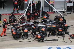 Sergio Perez, Sahara Force India F1 VJM08 effettua un pit stop