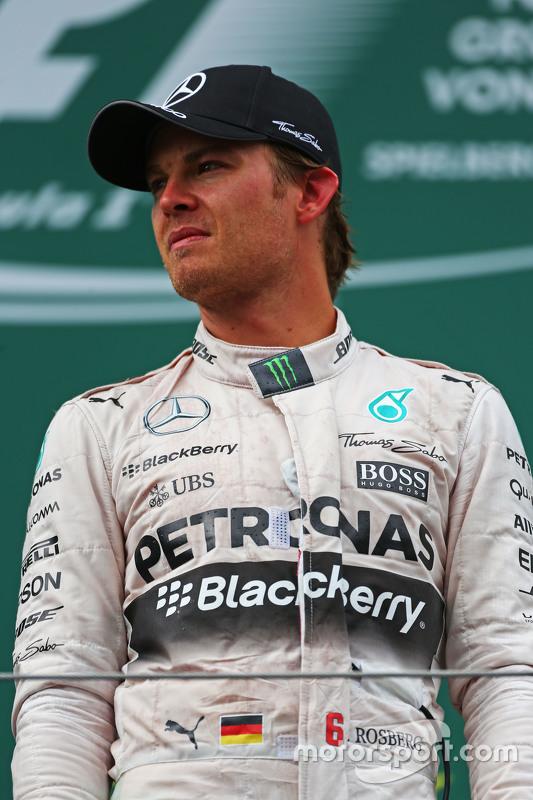 Racewinnaar Nico Rosberg, Mercedes AMG F1  viert feest op het podium