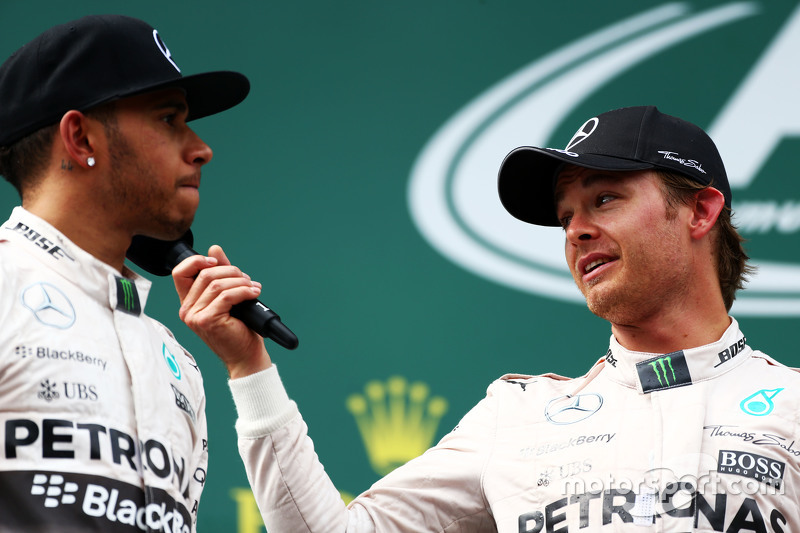 Podium: second placed Lewis Hamilton, Mercedes AMG F1 with race winner Nico Rosberg, Mercedes AMG F2