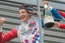 Ganador de la carrera Jake Dennis, Prema Powerteam Dallara F312 - Mercedes-Benz
