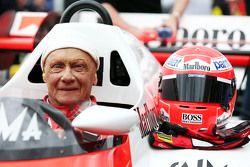 Niki Lauda, dans la McLaren MP4/2 lors de la parade des Légendes