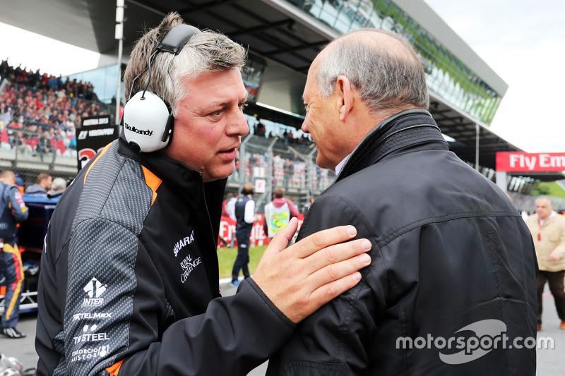 Отмар Шцафнауер, Sahara Force India F1 Головний операційний директорна стартовій решітці з Рон Денні