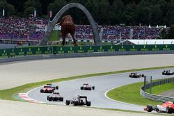 Will Stevens, Manor F1 Team, segue Jenson Button, McLaren MP4-30