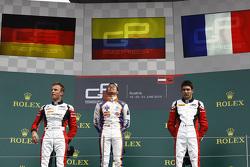 Ganador de la Carrera Oscar Tunjo, Trident y segundo lugar Marvin Kirchhofer, ART Grand Prix y el tercer puesto Esteban Ocon, ART Grand Prix