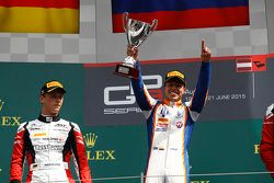 Racewinnaar Oscar Tunjo, Trident en tweede plaats Marvin Kirchhofer, ART Grand Prix