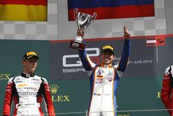 Ganador de la Carrera Oscar Tunjo, Trident y el segundo clasificado, Marvin Kirchhofer, ART Grand Pr