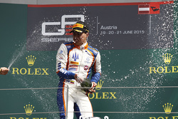 Racewinnaar Oscar Tunjo, Trident