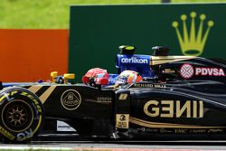 Ромен Грожан, Lotus F1 E23 и Фелипе Наср, Sauber C34 - борьба за позицию