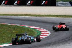 Roberto Merhi, Manor F1 Team leads Lewis Hamilton, Mercedes AMG F1 W06