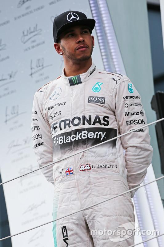 Lewis Hamilton, Mercedes AMG F1, auf dem Podium