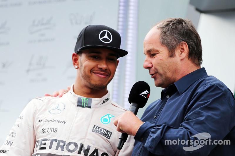 Льюис Хэмилтон, Mercedes AMG F1 на подиуме с Герхардом Бергером