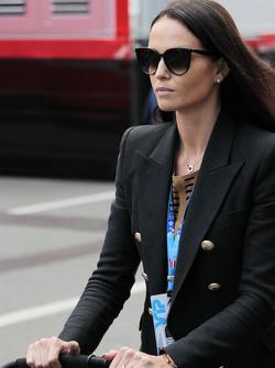 Minttu Virtanen, fidanzata di Kimi Raikkonen, Ferrari, con un passeggino