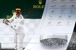 El ganador, Nico Rosberg, Mercedes AMG F1 Team