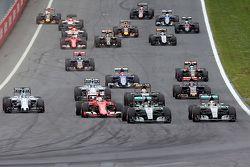 Start: Nico Rosberg, Mercedes AMG F1 Team leads