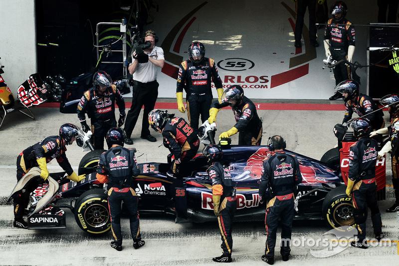 Carlos Sainz Jr., Scuderia Toro Rosso, se retira de la carrera