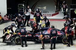 Сход Карлоса Сайнса-мл., Scuderia Toro Rosso
