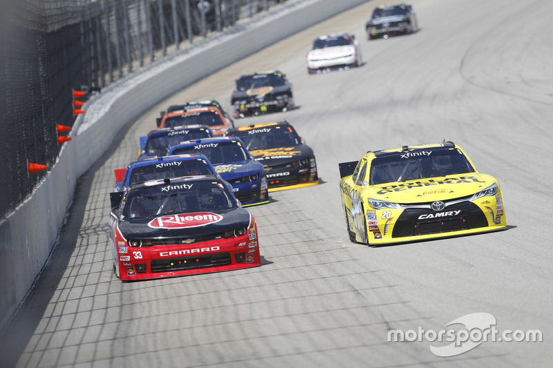 Austin Dillon, Richard Childress Racing, Chevrolet, und Ross Kenseth, Joe Gibbs Racing, Toyota