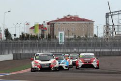 Gianni Morbidelli, Honda Civic TCR, West Coast Racing; Michel Nykjaer, SEAT Leon, Target Competition