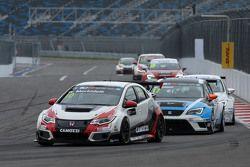 Gianni Morbidelli, Honda Civic TCR, West Coast Racing e Michel Nykjaer, SEAT Leon, Target Competitio