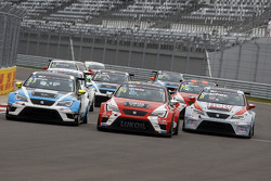 with Pepe Oriola, SEAT Leon, Craft Bamboo Racing LUKOIL, Andrea Belicchi, SEAT Leon, Target Competit