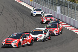 Pepe Oriola, SEAT Leon, Craft Bamboo Racing LUKOIL, and Kevin Gleason, Honda Civic TCR, West Coast R