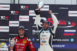 Podium: race winner Stefano Comini, SEAT Leon, Target Competition second place Pepe Oriola, SEAT Le