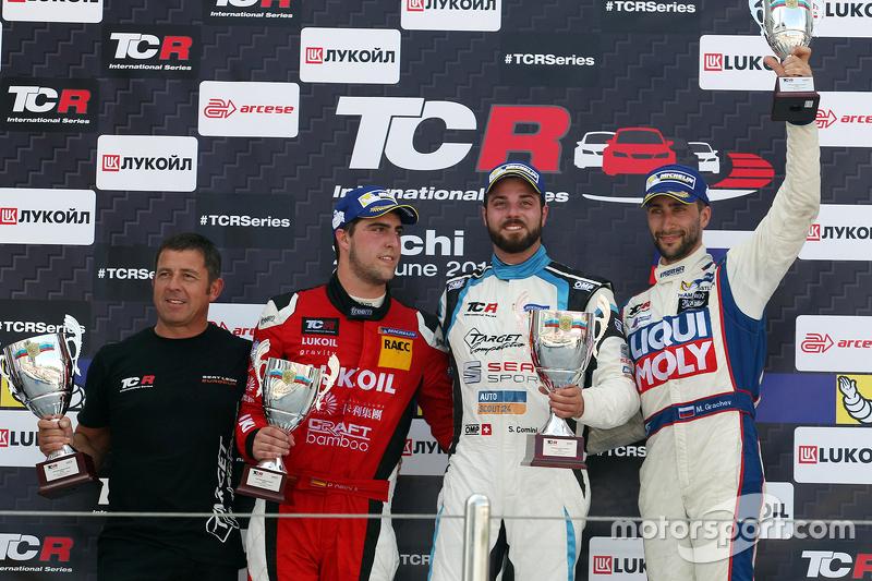 Podio: ganador de la carrera Stefano Comini, SEAT Leon, Target Competition segundo lugar Pepe Oriol