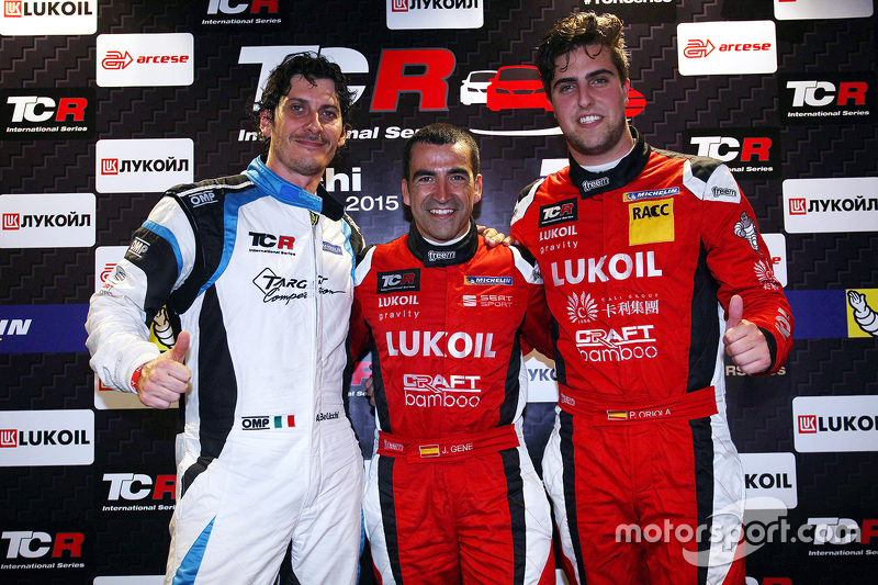 Il poleman Jordi Gene, SEAT Leon, Craft Bamboo Racing LUKOIL, il secondo classificato Andrea Belicch
