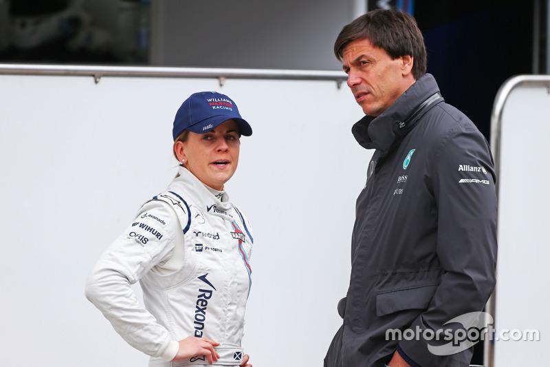 (E para a D): Susie Wolff, Williams piloto de desenvolvimento com seu marido Toto Wolff, Mercedes AMG F1 sócio e diretor executivo