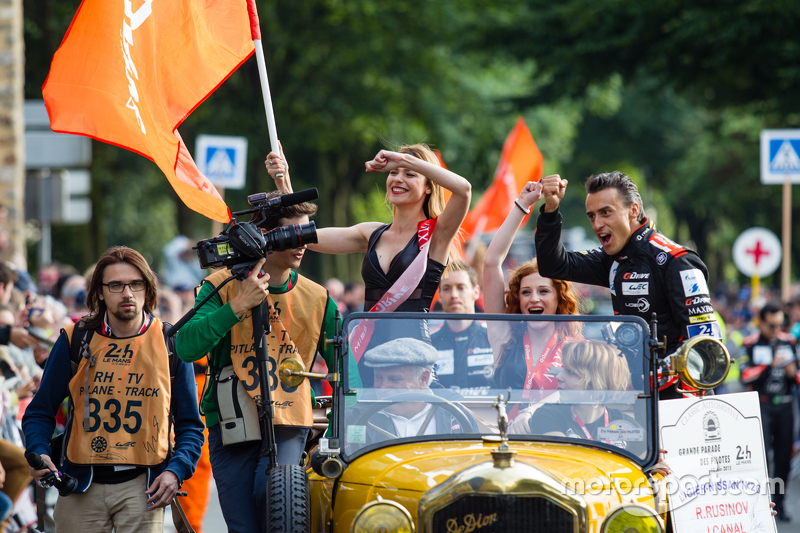 #26 G-Drive Racing, Ligier JS P2: Roman Rusinov mit den netten G-Drive Racing-Girls