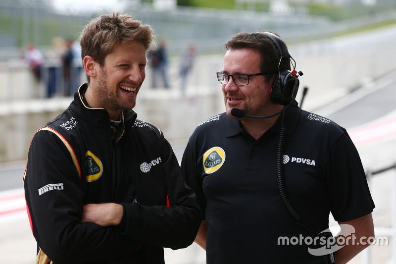 (Von links nach rechts): Romain Grosjean, Lotus F1 Team, mit Renningenieur Julien Simon-Chautemps