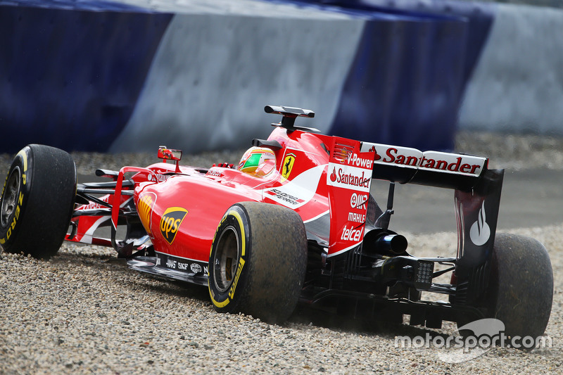 Esteban Gutierrez, Ferrari SF15-T Test and Reserve Driver runs off the circuit and into a gravel tra