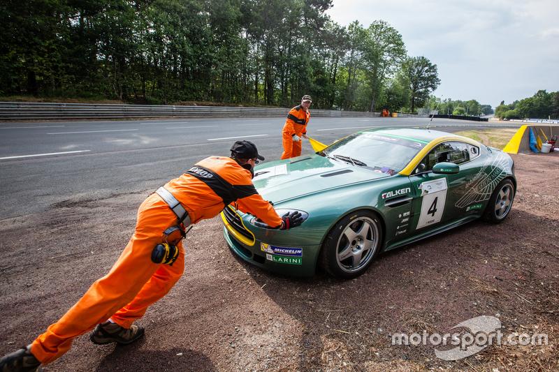 #4 Aston Martin Belgium GT4: Arnold Herreman stopped on track