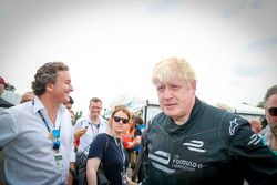 伦敦市长Boris Johnson在巴特西公园赛道试跑电动方程式赛车