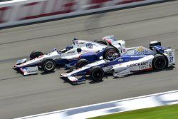 Helio Castroneves, Team Penske Chevrolet y Marco Andretti, Andretti Autosport Honda