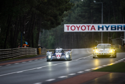 #2 Toyota Racing Toyota TS040 Hybrid: Alexander Wurz, Stéphane Sarrazin, Mike Conway, #67 Team AAI P