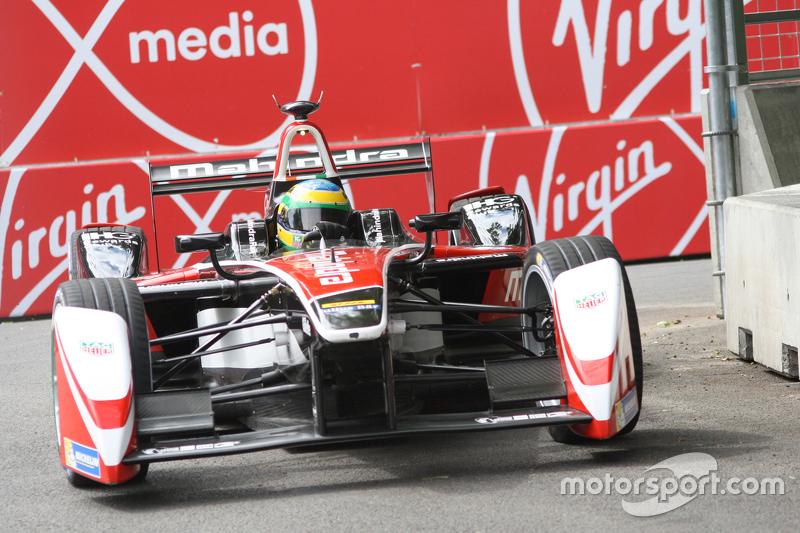 Piquet venceu o campeonato com ajuda de Bruno Senna: o piloto da Mahindra segurou Sébastien Buemi, que seria campeão se conseguisse a ultrapassagem