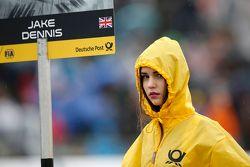La chica de la parrilla para el número 2 de Jake Dennis, Prema Powerteam Dallara Mercedes-Benz