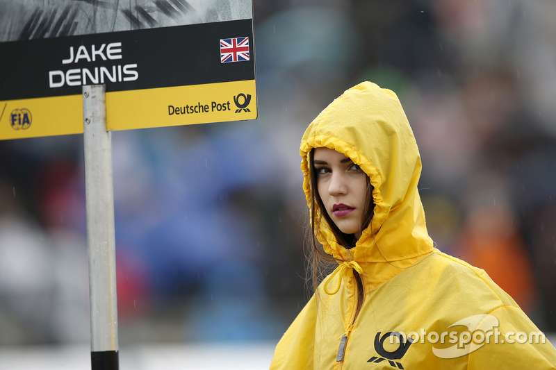 La gridgirl de Jake Dennis, Prema Powerteam Dallara Mercedes-Benz